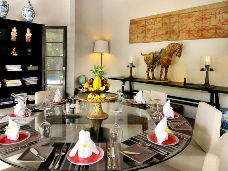 Dining at Villa Desuma