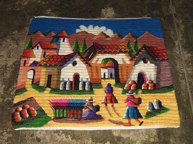Peruanischer Webteppich, peruanisches Dorfleben, 100 x 100 cm      farbenfroher Webteppich aus dicker Merinowolle mit einer traditionellen Technik aus den Anden handgewebt.  Das Muster ist liebevoll gestaltet und zeigt ein Dorfleben in den Anden.    Eine aufwendige und aussergewoehnliche Handarbeit,ein Blickfang in einem jeden Raum.      Reinigen:    Der Teppich kann normal mit Staubsauger gereinigt werden. Bei Flecken verwenden Sie bitte einen Teppichreiniger aus dem Fachhandel.