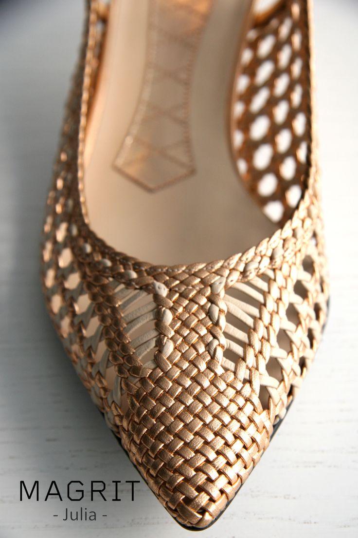 """-Materiales y adornos. TRENZADO DE PIEL """"MADE IN SPAIN"""":  Más de 50 metros de tiras de piel de 2 mm con un trenzado muy especial, elegantes, ligeros, super comodos. http://bit.ly/1s8Y0VZ------------------------------------------------------------------------------------------------------------------------------- Materials and ornaments: BRAIDED LEATHER """"MADE IN SPAIN"""": More than 50 meters of leather strips 2 mm with a special braid. Stylish, lightweight, super comfortable…"""