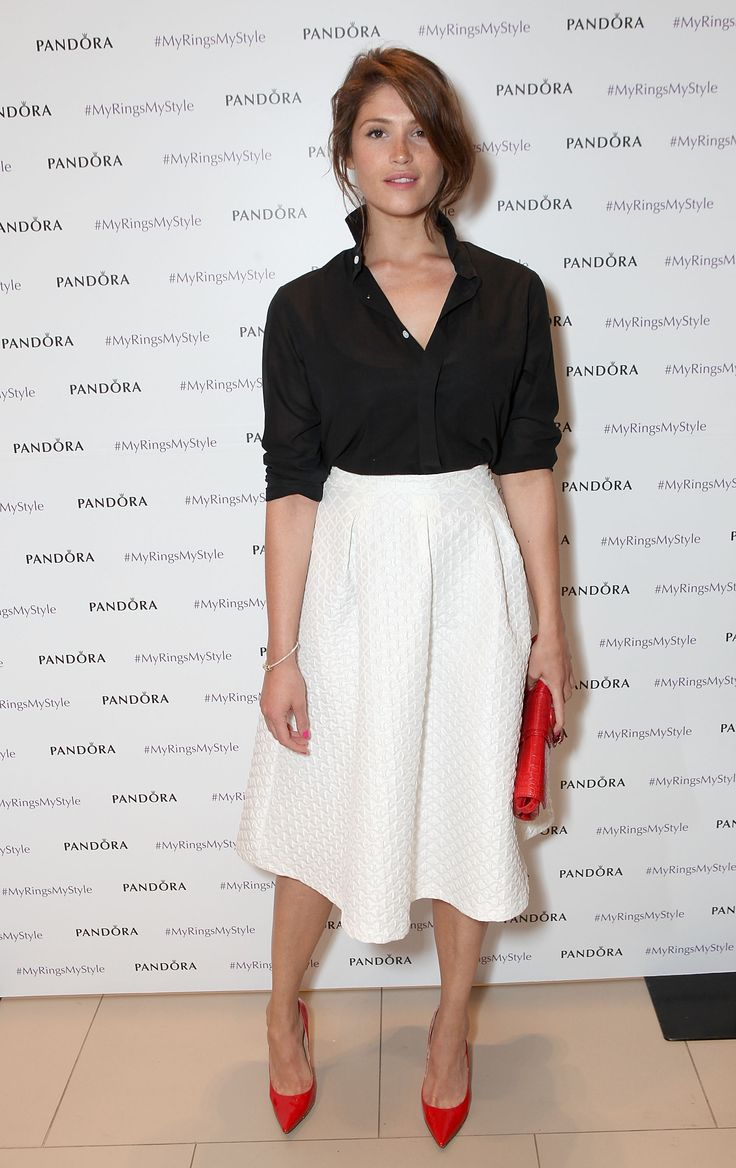 Lo stile da Bond Girl di Gemma Arterton da copiare, se anche tu hai un fisico tutte curve -cosmopolitan.it