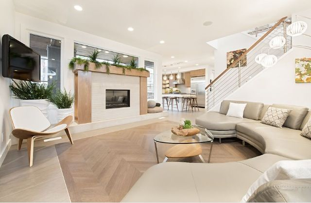 This beautiful home features 2 custom colors in white oak wire brushed hardwood floors from Lauzon Flooring. Really nice living room featuring chevron pattern with a belt with a light color. Project created by @homesbyavi. #interiordesign #hardwoodfloor #artfromnature