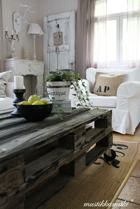 Living room table is made with pallets
