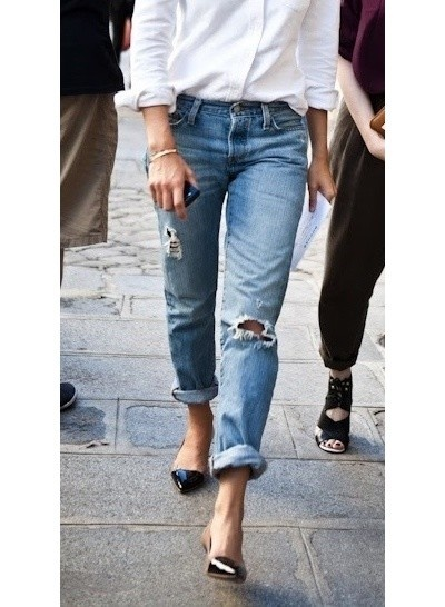Boyfriend Jeans, go slim on the top and high-heels for a femine look