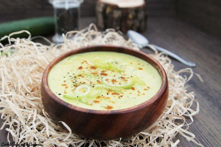 Genauso wie meine Saisonsalate finde ich, dass jede Jahreszeit das perfekte Saisongemüse für eine leckere Suppe hat. Deswegen habe ich mich beim Herbst für eine leckere Zucchini-Curry-Suppe entschieden. Zucchini mag…