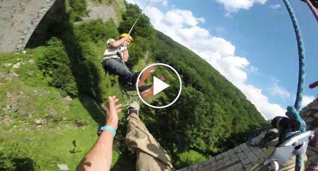 Usando Apenas 2 Cordas, Dupla De Amigos Tem Alucinante Experiência Ao Saltar De Ponte