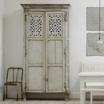 armoire peinte en gris pale meubles et r novation. Black Bedroom Furniture Sets. Home Design Ideas