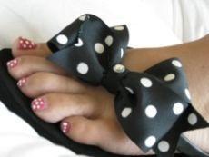 Ribbon flip flops. How cute!