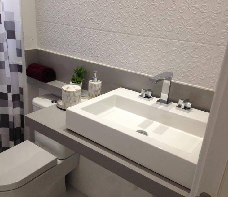 Pedra da pia em cima do vaso sanitário - banheiro social