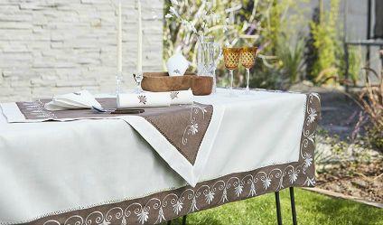 Mantel Real Café. Visítanos en tuakiti.com #mantel #tablecloth #decoracion #homedecor #hogar #home #comedor #diningroom #real #royal #servilleta #napkin #tuakiti