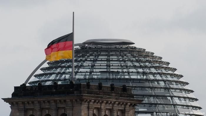 Reichstag Flaggen auf Halbmast Germany's flag flew at half-mast in the Federal Republic's capital, Berlin, in a symbol of mourning. The mood is subdued, as people look to the future with worry.