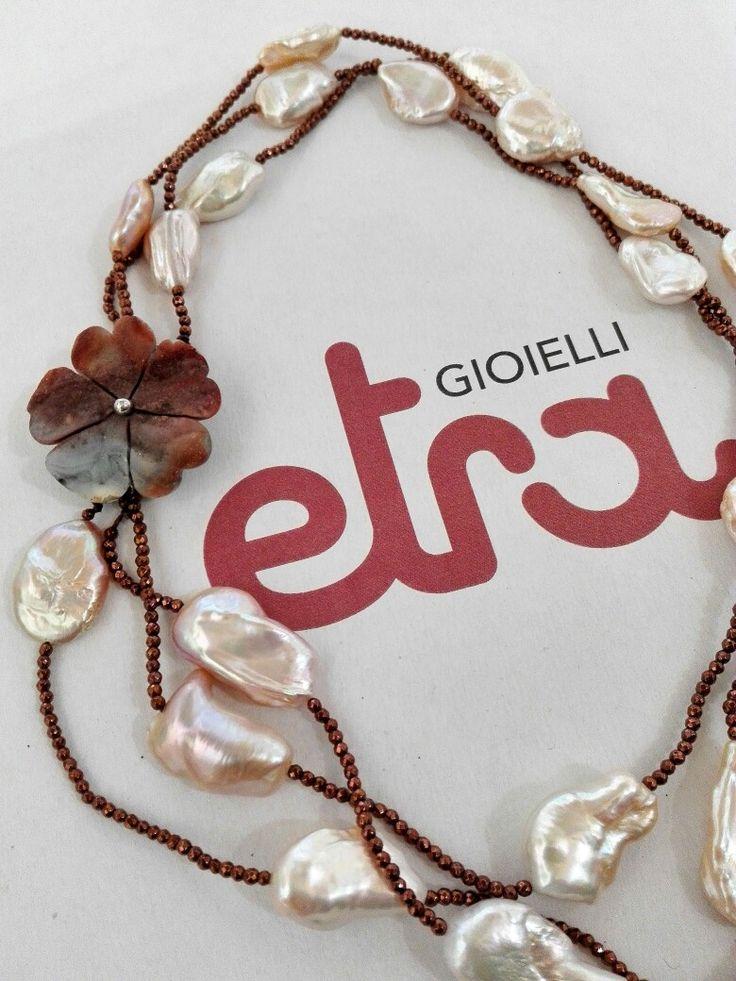 Etra Gioielli. Collana in perle d'acqua dolce, ematite e chiusura in agata cristallizzata