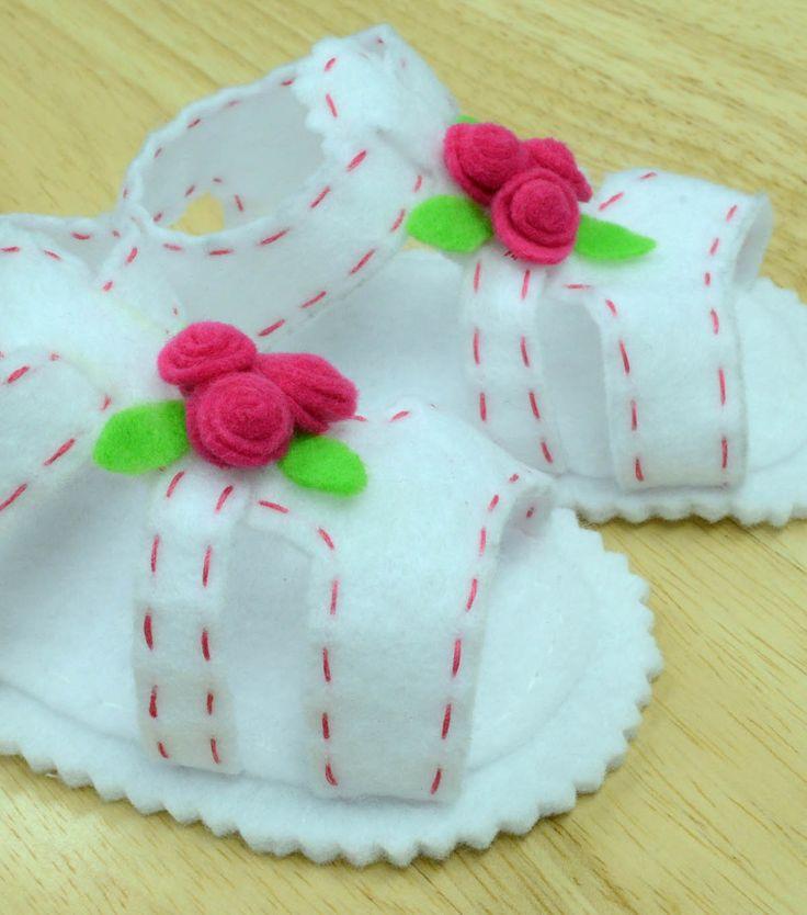 Adorable! Tiny felt baby sandals :) #diy #shower