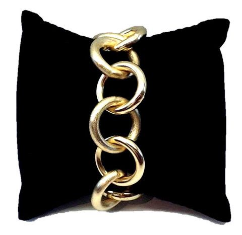 Add an intense look with this stylish chain-link #bracelet. With polished and brushed links Handcrafted in #Brazil 18k gold-plated.  Approximate length: 6 1/2 inches.