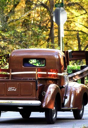 Truck - I have always wanted a pick-up from this era. A Ford. So pretty!!