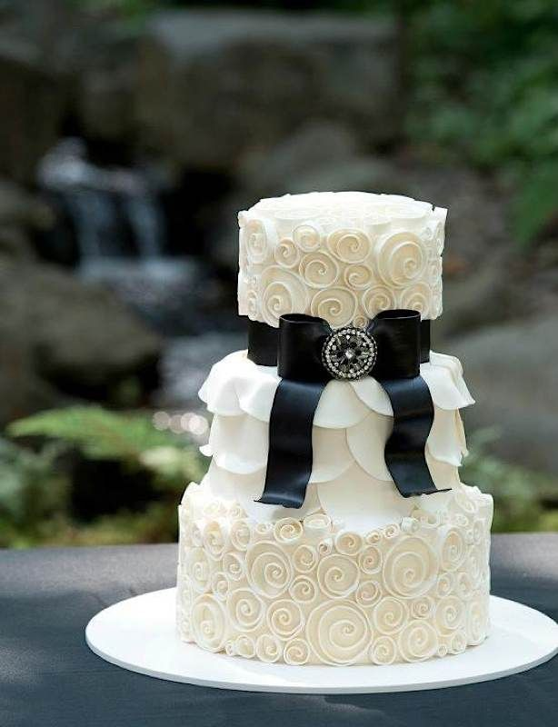 This super glam cake is perfect for an elegant wedding. #blacktie #weddingcakeWhite Cake, Black And White, White Wedding Cake, Ribbons, Black Ties Affairs, Fondant Cake, Cake Wreck, Black Ties Wedding, Wedding Cakes