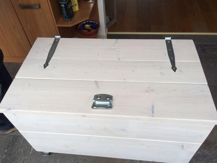 Zelf gemaakte kist van steigerhout