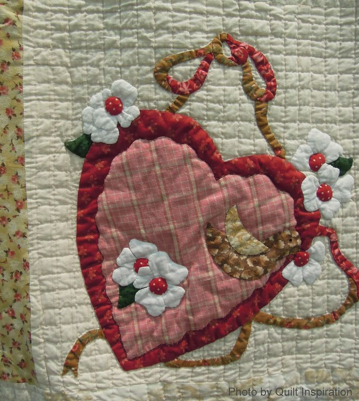 close up, Vintage Valentine by Sherall Donovan, 2014 Tucson Quilt Fiesta, photo by Quilt Inspiration. Design by Verna Mosquera.