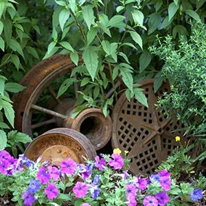 Scour for castoffs: Gardens Ideas, Create Instant, Garden Ideas, Rustic Gardens, Garden Art, Flowers Beds, Gardens Art, Make Flowers, Back Yard