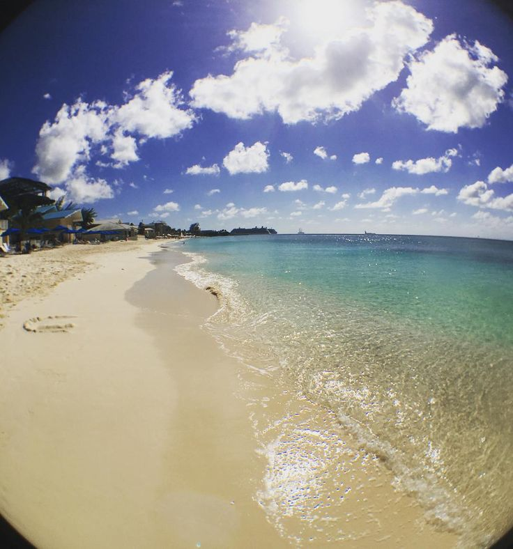 Beautiful day. I think I could live here. #grandcayman