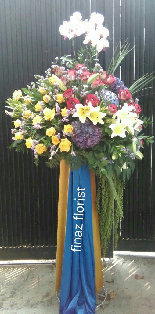 Standing Flowers ini kami rangkai dengan bunga Mawar kuning, Mawar Merah, Hortensia, Casablanca dan bunga Anggrek Bulan. Toko Bunga Finaz, TOKO BUNGA MURAH sangat yakin Anda menyukai karya kami ini.