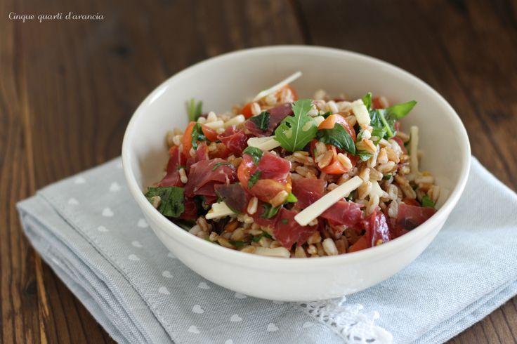 L'insalata di farro bresaola e rucola è un primo piatto fresco, perfetto per la stagione estiva, si prepara velocemente ed è davvero gustoso!!