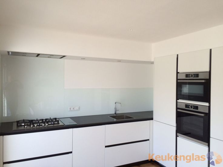 Glazen Achterwand Keuken Eindhoven : mooie witte glazen keuken achterwand geplaatst. #keukenglas #Eindhoven