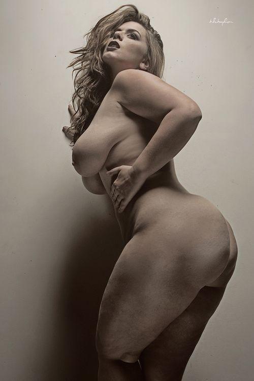 Risultati immagini per curvy naked