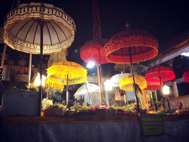 バリ カラフル -Bali Colorful-: バリ倶楽部 夜の総本山ブサキ寺院 - Pura  Besakih -