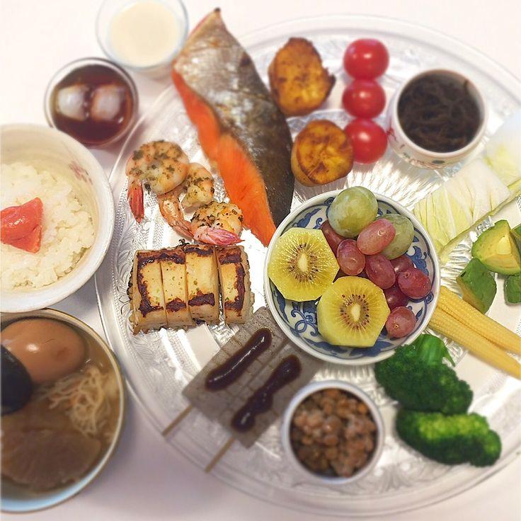 """Dr. Yumi Nishiyama's """"The Original Diet Plate"""" for beauty & health from japanese doctor‼️  Clockwise eating healthy foods from 12 o'clock on a large plate❣️  2017年1月25日の「ドクターにしやま由美式時計回り食べダイエットプレート」:女性医師が栄養バランスを考えた、美味しいプレートのご紹介。  大きめのプレートに、血糖値を急激に上げないように考えた食材を並べ、12時の位置から順番に食べるとても分かり易い方法です。  血糖値を上げないこの食べ方は、身体に優しく栄養補給ができるので健康を維持できます。オリジナルの⭐️西山酵素⭐️も最後に飲みます。  にしやま由美東京銀座クリニック 東京都中央区銀座2-8-17 ハビウル銀座Ⅱ 9階 Tel.03-6228-7950"""