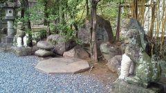 長崎市にある諏訪神社を紹介します 写真は願掛けの狛犬で足の白い部分はこよりなのですお願いをしながらこよりを足に巻くと願いが叶うそうですお試しください()  #神社 #長崎市 #パワースポット tags[長崎県]