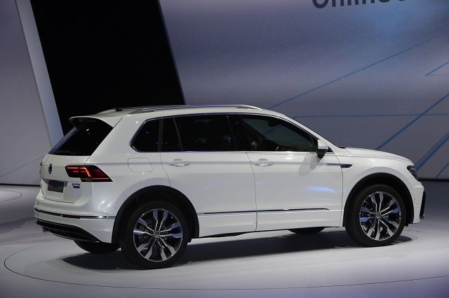 2018 Vw Tiguan R Release Date Price 2020 2021 New Best Suv In 2020 Best Suv Volkswagen Suv Models