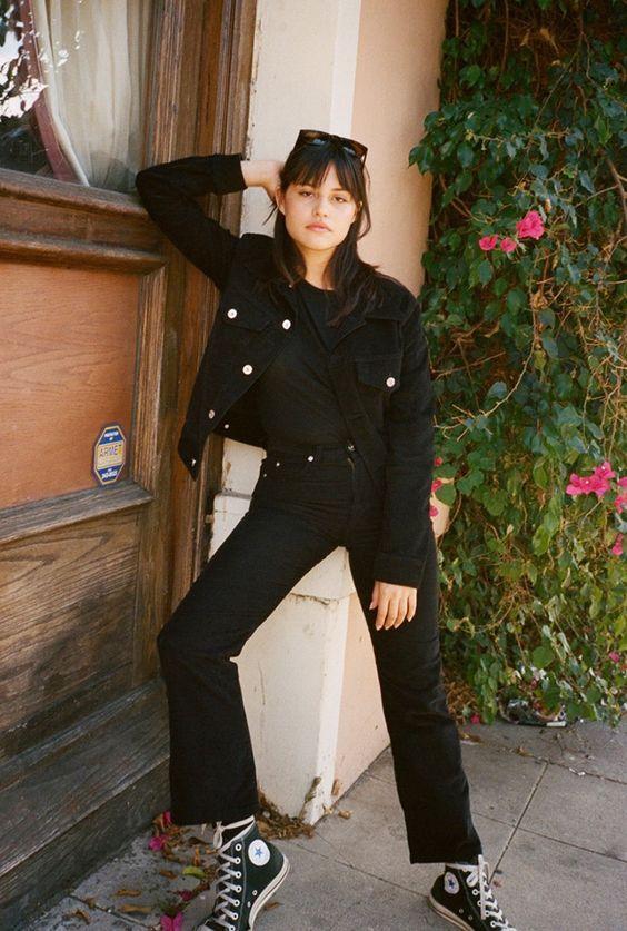 j'adore qu'elle porte tout noir...