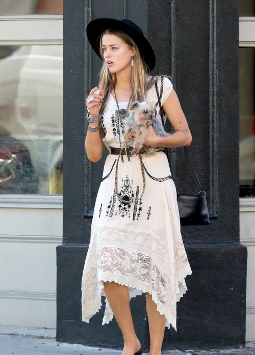 daily–celebs:  10/8/14-Amber Heard out for lunch in Savannah, Georgia.