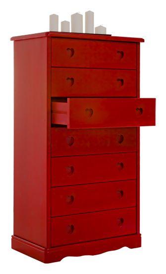 Settimanale cassettiera cuore rustico in legno massello di pino di Svezia, proposto in finitura rosso marrone. www.arredamentirustici.it