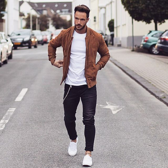 Pairing a cognac suede bomber jacket with black jeans is a comfortable option for running errands in the city. This outfit is complemented perfectly with