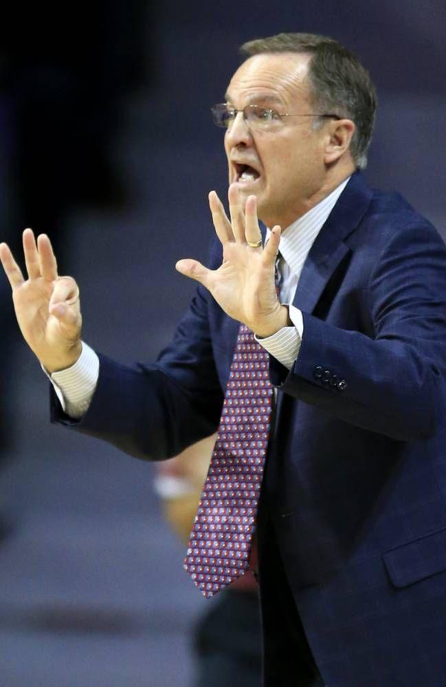 Oklahoma head coach Lon Kruger