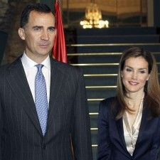 MADRID - Het Spaanse hof heeft bekendgemaakt dat het nieuwe koningspaar volgende week maandag op kennismakingsbezoek gaat in buurland Portugal. Het is de tweede buitenlandse reis van koning Felipe en koningin Letizia die eerder al op audiëntie gingen bij paus Franciscus.
