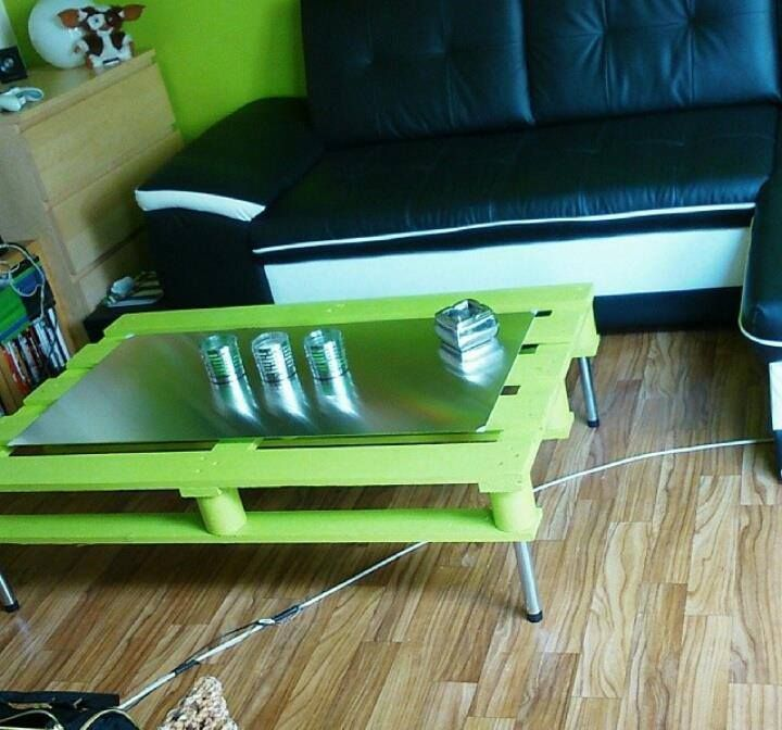 Green #Pallet Coffee Table with Hairpin Metal Legs - 20 DIY Pallet Coffee Table Ideas | 101 Pallet Ideas