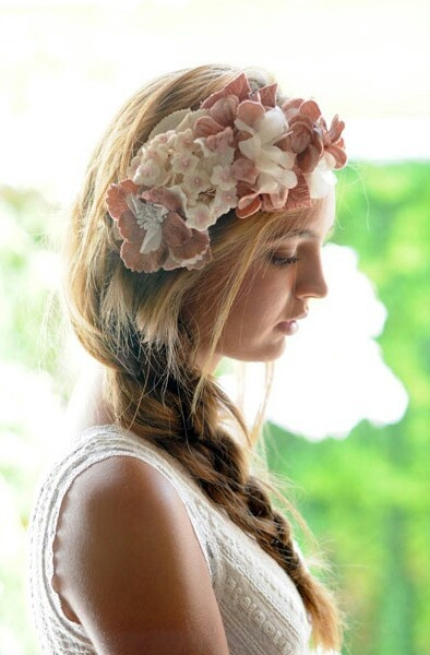 Trenza con preciosa corona de flores