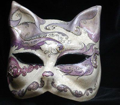 We love cats! Maschera realizzata in cartapesta. Il disegno è realizzato con colori acrili a mano libera, rendendola quindi assolutamente unica. Infine, la maschera è impreziosita dalla tecnica dello screpolato....