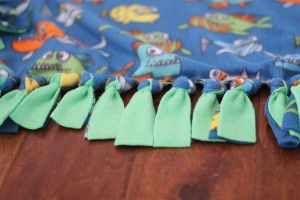 How to Make a Fleece Knot Blanket | Thriving Home