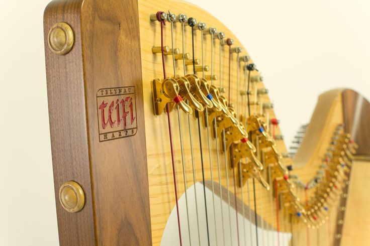Mixed wood Welsh harp by Teifi Harps
