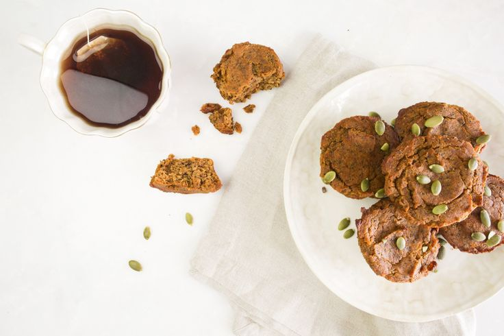Pumpkin chai muffins: This scrumptious muffin's got it all... spicy chai tea flavors mixed with the nutrient powerhouse of pumpkin, packaged into a light, fluffy, yummy, and HEALTHY muffin! || Healthy breakfast muffin || Tone It Up recipe