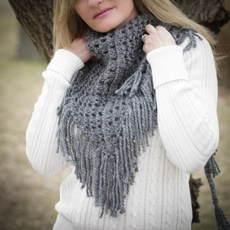 Knitted Cowl Neck Patterns : 17 basta ideer om Loom Knitting Scarf pa Pinterest Stickning pa ring, Stick...