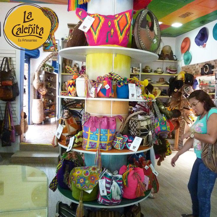Cultura y tradición, es un accesorio que nos identifica a los colombianos y se puede usar para cualquier ocasión son nuestras Mochilas Wayuu y Arhuacas. Encuentralas en nuestra tienda. 😍👛😱 #ArtesaniasWayuuArtesanias #WayuuGuajira #MochilasArtesanalesColombianas