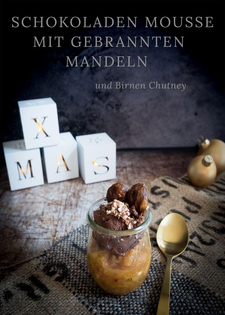 Ein cremiges Schokoladen Mousse mit knusprig gebrannten Mandeln und einem fruchtigen Birnenchutney- das perfekte Dessert für dein Weihnachtsmenü!  #vegan #weihnachten #dessert #schokolade