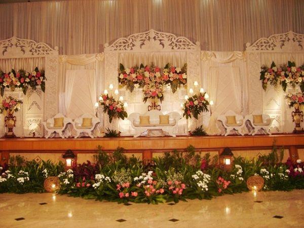 Jasa Dekorasi Pelaminan Pernikahan  http://www.whenwedding.com/category/wedding-fixtures/jasa-dekorasi-pernikahan/