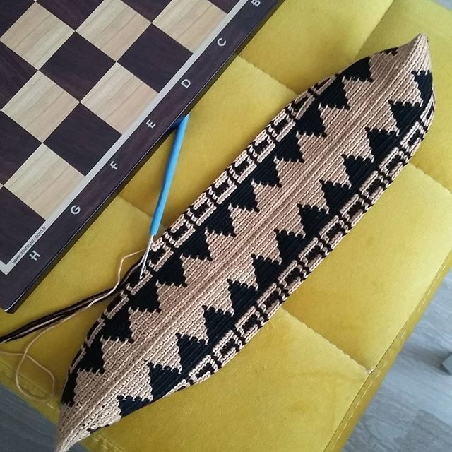 Paylaşım deliliğim tuttu#crochet#örgü#tapestry #tapestrycrochet #wayuu#nofilters #nofilter #instaphoto #örgümüseviyorum #sevgiyleörüyoruz #crochetaddict #crocheting#uncinetto #ganchillo #knit#knitting #craft #elişi #elemeği #вязание #satranç #virkat #wayuuclutch #wayuuturkey #clutch #colorful