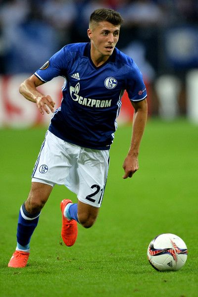 Alessandro Schoepf of Schalke runs with the ball during the UEFA Europa League match between FC Schalke 04 and FC Salzburg at Veltins-Arena on September 29, 2016 in Gelsenkirchen, Germany.