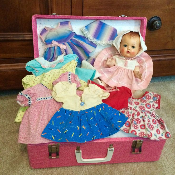 Vintage Tiny Tears Doll with original case, clothes and 7 more outfits      eBay!